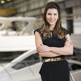 Estaleiro com CEO mulher de 22 anos tem maior barco do Boat Show